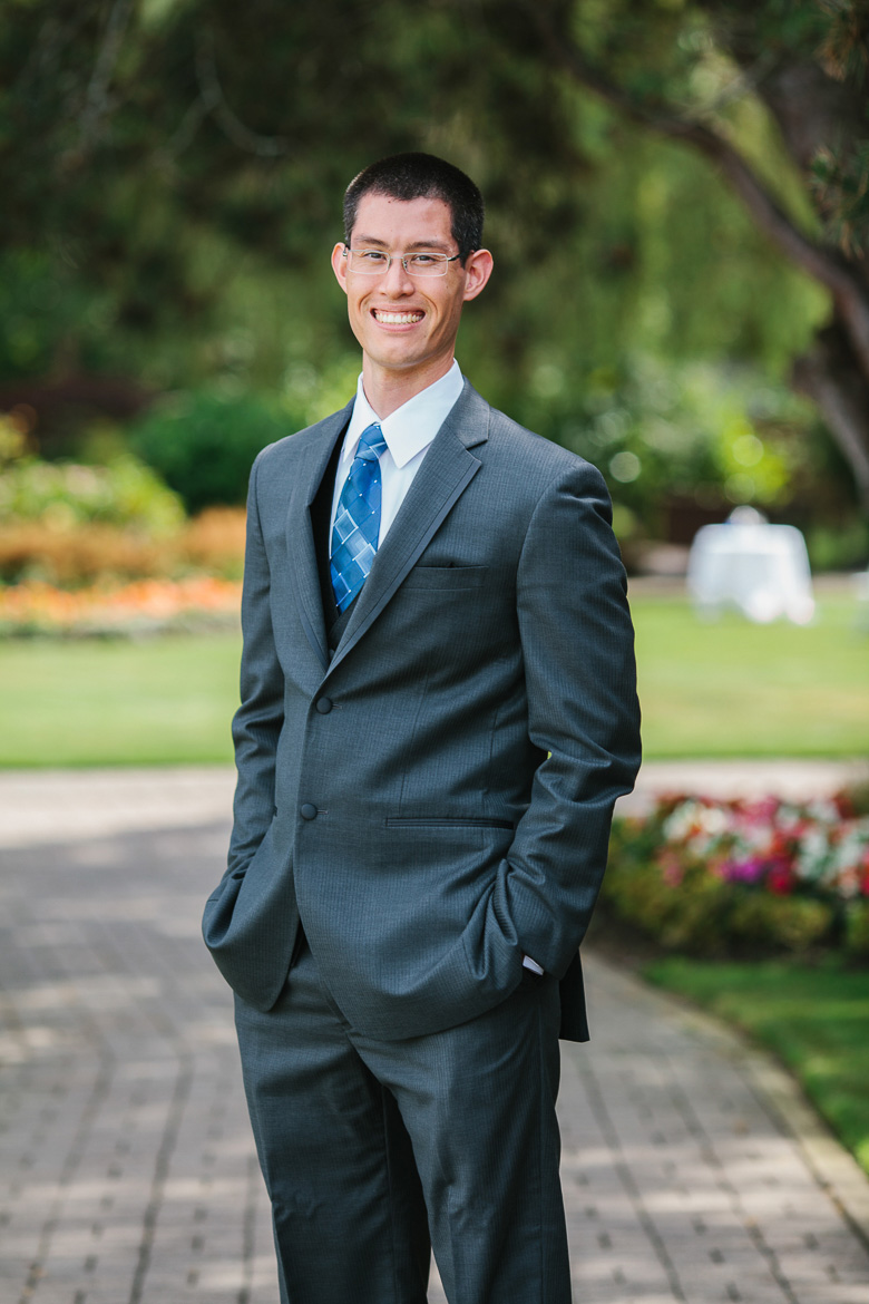 Groom portrait at Kiana Lodge wedding in Poulsbo, WA
